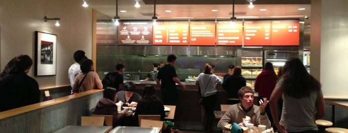 Chipotle Mexican Grill is one of Lugares favoritos de Wayne.