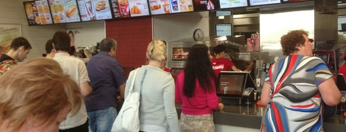 KFC is one of Posti che sono piaciuti a Marina.