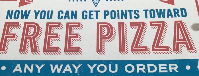 Domino's Pizza is one of Lugares favoritos de Joshua.