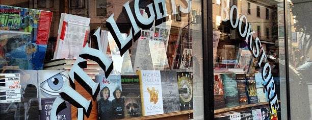 City Lights Bookstore is one of Qué visitar.