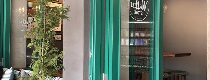 Walker's Coffee House is one of สถานที่ที่ Gul ถูกใจ.