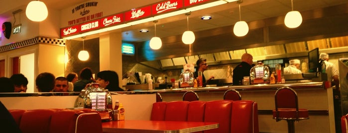 Ed's Easy Diner is one of Lugares favoritos de Leanne.