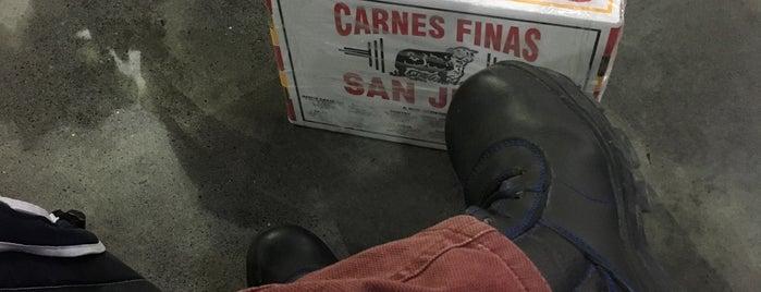 Carnes Finas San Juan is one of สถานที่ที่ Javier ถูกใจ.