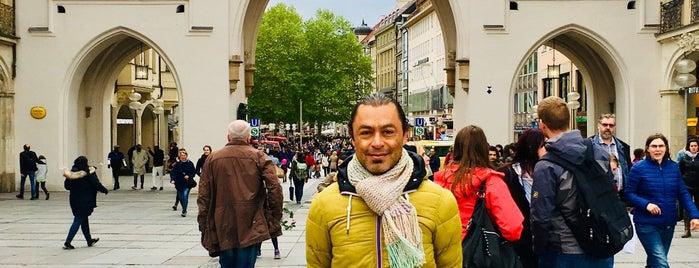 Karlsplatz (Stachus) is one of สถานที่ที่ Javier ถูกใจ.