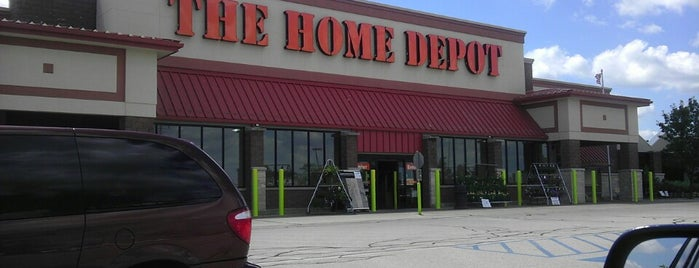 The Home Depot is one of Tempat yang Disukai Rob.
