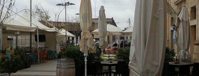 Hard Rock Bar Malta is one of özcan : понравившиеся места.