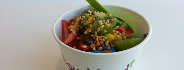 Yogurtland Belmont Shore is one of Lieux qui ont plu à Kimberly.
