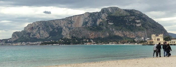 Mondello is one of Orte, die Evgeni gefallen.