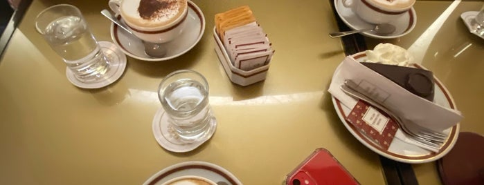 Café Sacher is one of Orhan Veli 님이 좋아한 장소.
