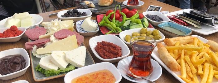 İkiyaka İstanbul Cafe is one of Sibelさんの保存済みスポット.