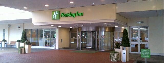 Holiday Inn is one of Locais curtidos por Adela.