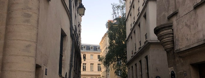 Rue des Barres is one of paris.
