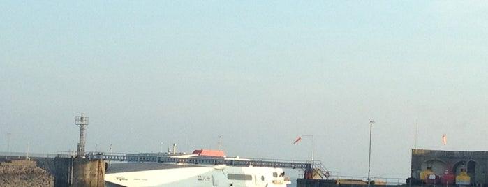 Port of Jersey - Elizabeth Terminal is one of Posti che sono piaciuti a Rus.