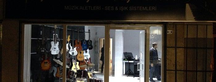 Modern Müzik Merkezi is one of Memleket ileri marş!.