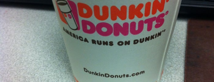 Dunkin' is one of Ryanさんのお気に入りスポット.