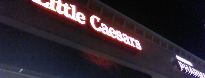 Little Caesars Pizza is one of Tempat yang Disukai Annette.