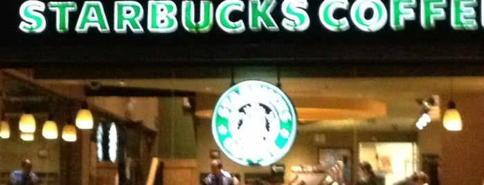 Starbucks is one of Lieux qui ont plu à Aracnid0.