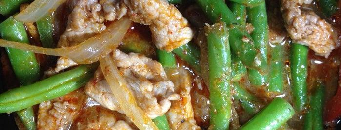 Krungthep Thai Cuisine is one of Lugares guardados de T R.