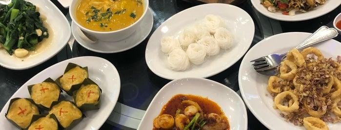 Laem Cha-Roen Seafood is one of Lieux qui ont plu à Pravit.