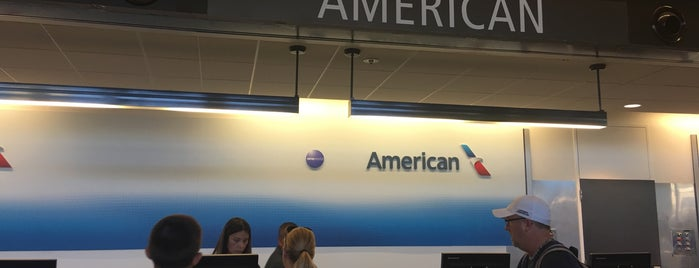 American Airlines Ticket Counter is one of Posti che sono piaciuti a Alberto J S.