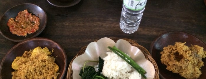 Ayam Kalasan Mbok Limbok is one of Must-visit Food in Bali.