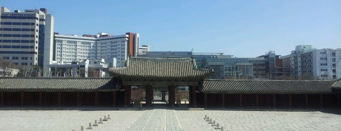 Changgyeonggung is one of South Korea.