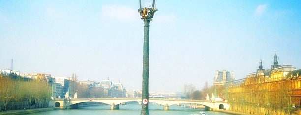 Pont des Arts is one of Paris - je t'aime.