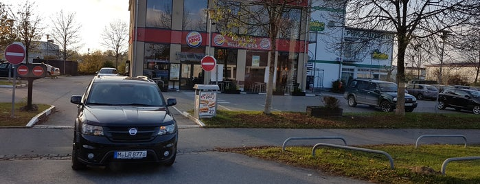 Burger King is one of N.'ın Kaydettiği Mekanlar.
