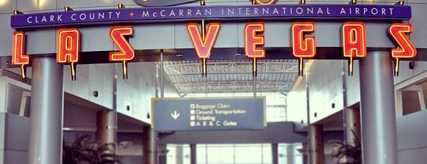 McCarran International Airport (LAS) is one of Tempat yang Disukai Sir Chandler.