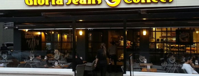 Gloria Jean's Coffees is one of Lieux qui ont plu à Hasan.