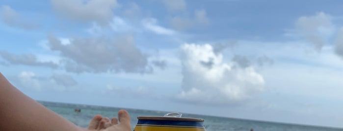 Blue Bay Beach Club is one of Lugares guardados de Roxana.