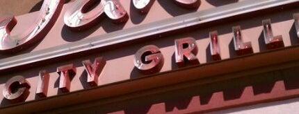 Jake's City Grille is one of Lieux qui ont plu à Kristen.