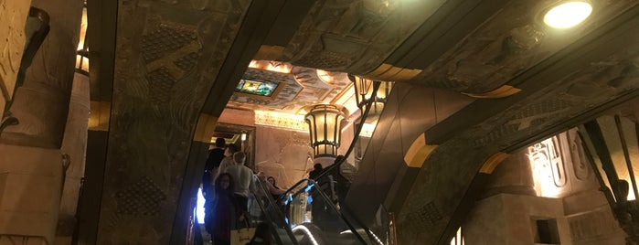 Harrods' Egyptian Escalator is one of Lieux qui ont plu à Adrian.