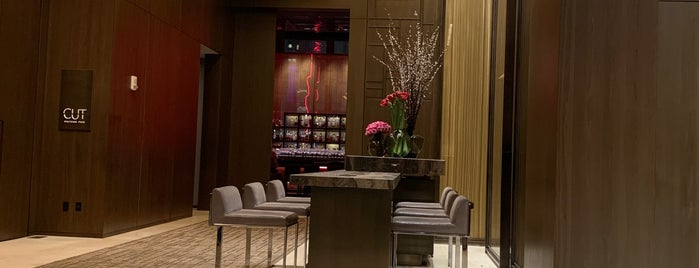 Four Seasons Hotel New York Downtown is one of Tempat yang Disukai Kamara.