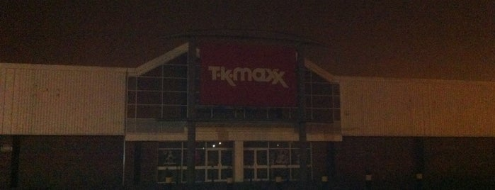 TK Maxx is one of Locais curtidos por Carl.