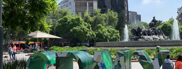 Fuente De Cibeles is one of สถานที่ที่ Alfredo ถูกใจ.