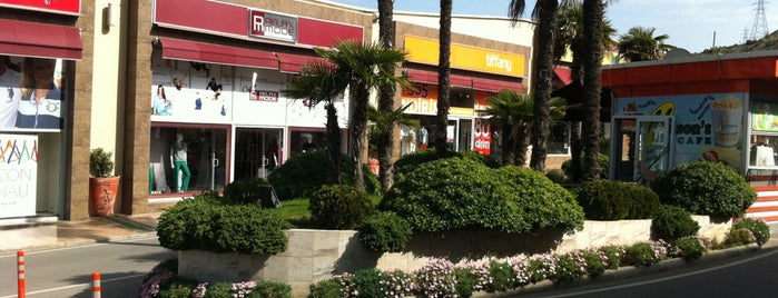 Selway Outlet is one of Alışveriş.