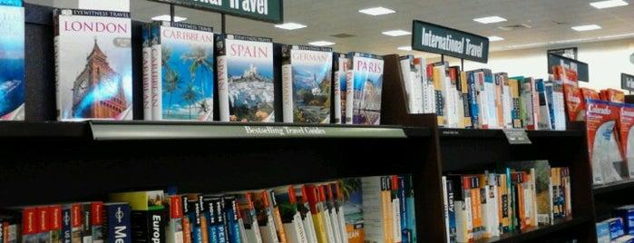 Barnes & Noble is one of Orte, die Lara gefallen.