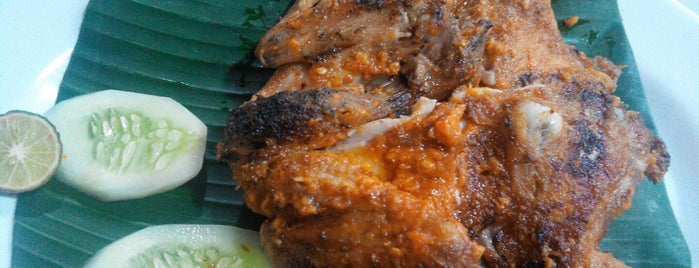 "Ayam Bakar Taliwang ""Seruni"" is one of Salliさんのお気に入りスポット."