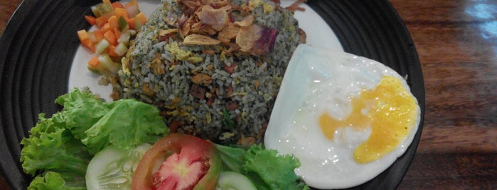 Nasi Goreng Gentayangan is one of Salliさんのお気に入りスポット.