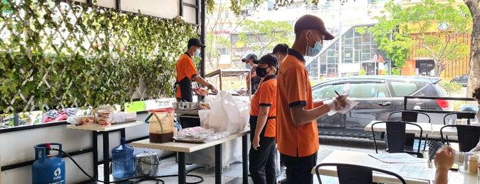 Lau Lim Mee Pok is one of Jkt Simple Art of Eating.