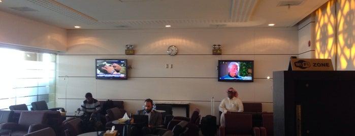 Al Fursan Lounge T2 is one of Lieux qui ont plu à Sarah.