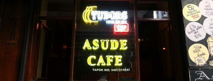 Asude Cafe Bar is one of TAKSİM ÖNEMLİ YERLER.