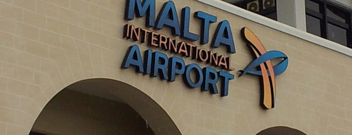 Aeroporto Internacional de Malta (MLA) is one of Locais curtidos por Fabry.