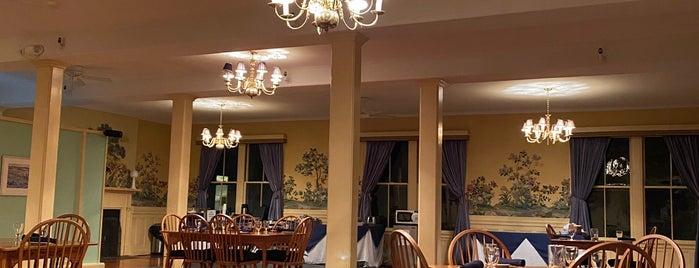 Asticou Inn is one of Locais salvos de Kapil.