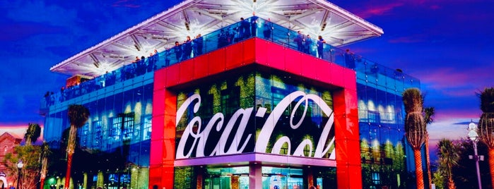Coca-Cola Store is one of Lugares favoritos de Loretto.