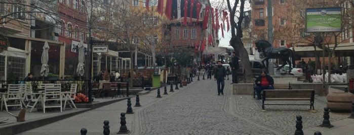 At Pazarı Meydanı is one of restoranlar.