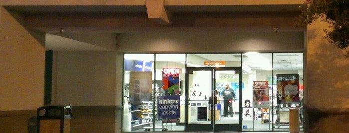 FedEx Office Print & Ship Center is one of Locais curtidos por Kelsey.