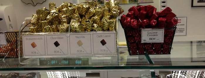See's Candies is one of Lugares favoritos de Ozzie.