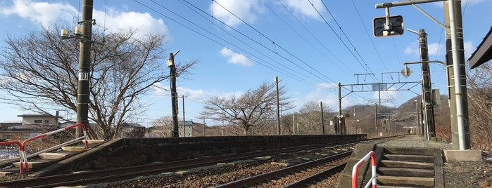 Tomiura Station is one of JR 홋카이도역 (JR 北海道地方の駅).